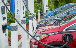 GM y EVgo instalarán 2700 cargadores rápidos en 5 años