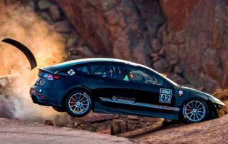 Espectacular accidente de un Tesla Model 3 en Pikes Peak