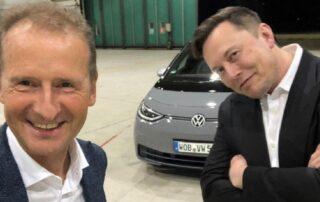 Musk prueba el Volkswagen ID.3 junto al CEO del fabricante alemán