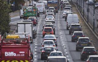 Reino Unido prohíbe venta de vehículos nuevos de gasolina y diesel a partir del 2030